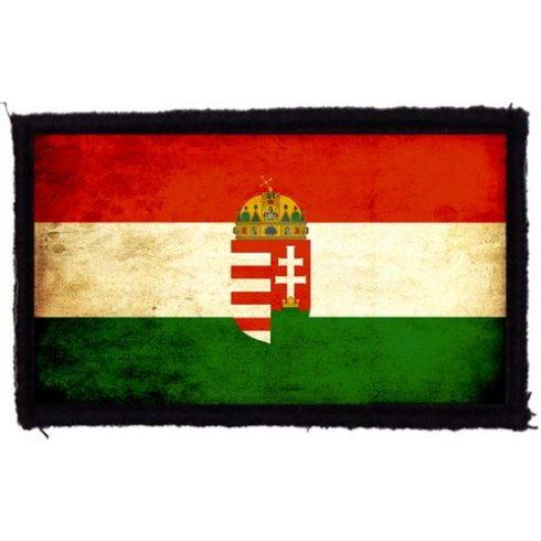 Magyar zászló címerrel felvarró